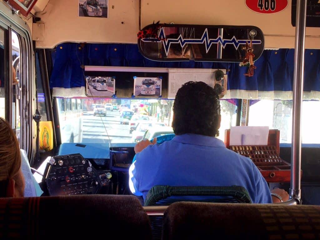 Onze vorige camper was zelfs nieuw en hip vergeleken met de stadsbussen hier