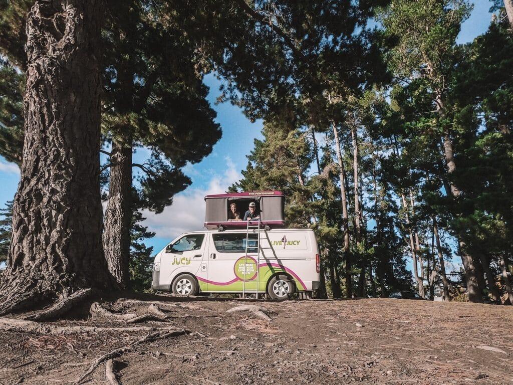 Self-contained camper in Nieuw-Zeeland