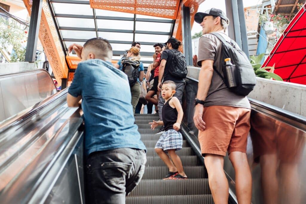 Roltrappen als alternatief voor 28 verdiepingen traplopen!